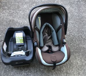 Car seat and base for Sale in Federal Way, WA