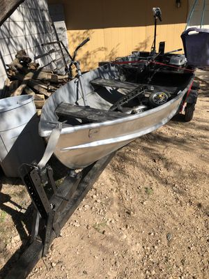 12 aluminum boat with trailer title for boat and trailer for Sale in Glendale, AZ