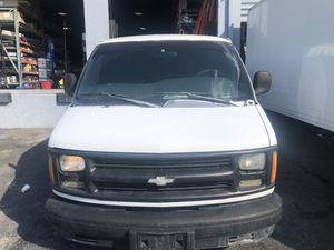 Chevy express van 1999 2500 for Sale in Miami, FL