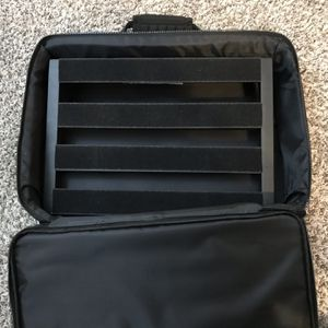 *Musicians* Pedaltrain Classic Jr Pedalboard w/ padded carrying case for Sale in Lawrenceville, GA