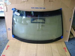 2008-2010 Saturn Outlook 09-14 Chevrolet Traverse Windshield Glass for Sale in Fresno, CA