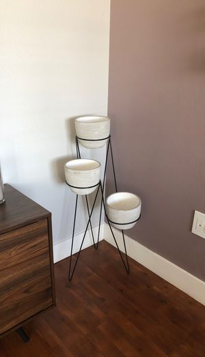 Adorable 3 tier plant stand for Sale in Aurora, CO