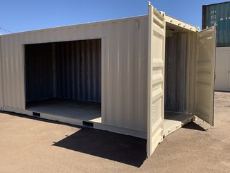 20ft Shipping Container. Painted Inside And Out With A Roll Up for Sale in Phoenix,  AZ