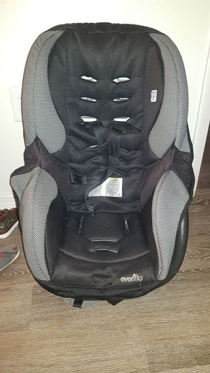 black and gray car seat carrier for Sale in Gainesville, FL