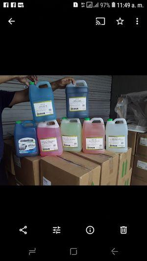Pallett con 140 gallones de productos saniziter y muchos mas for Sale in Miami, FL