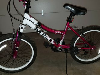 Girls Bike. Used Good Condition >10 for Sale in Everett,  WA