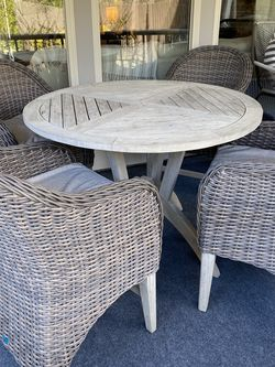 Broyhill Outdoor Table And Chairs for Sale in Suwanee,  GA