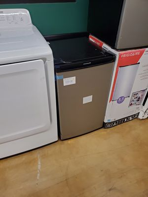 Frigidaire Stainless Stainless Steel Refrigerator for Sale in Los Angeles, CA