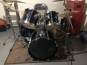 1999 Yamaha Stage Custom drum set in the color Dark Transparent Blue for Sale in Wallingford, CT