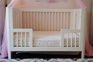 White Convertible Crib & Mattress (Troll Sun) for Sale in New York, NY