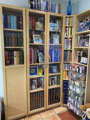 4 pieces is bookshelves and cabinets for Sale in Miami, FL