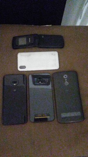 Moto g7 plus, Motorola z3 play, htc one, blu, kyocera phone lot for Sale in Riverside, CA