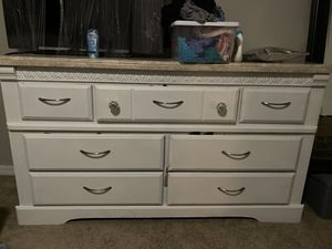 Dresser and two night stand FREE PICK UP TOMORROW for Sale in Boynton Beach, FL