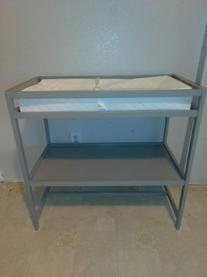 Baby changing table and bather for Sale in Grand Prairie, TX