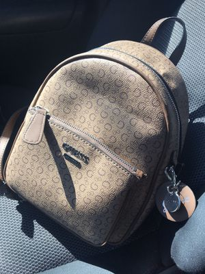 GUESS BACKPACK WOMEN for Sale in Miami Gardens, FL