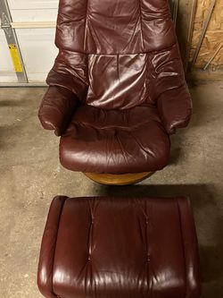 Ekornes Reno Recliner And Ottoman for Sale in Aurora,  OR