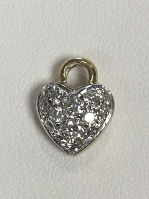 14 kt Pavee diamond heart. for Sale in Orlando, FL
