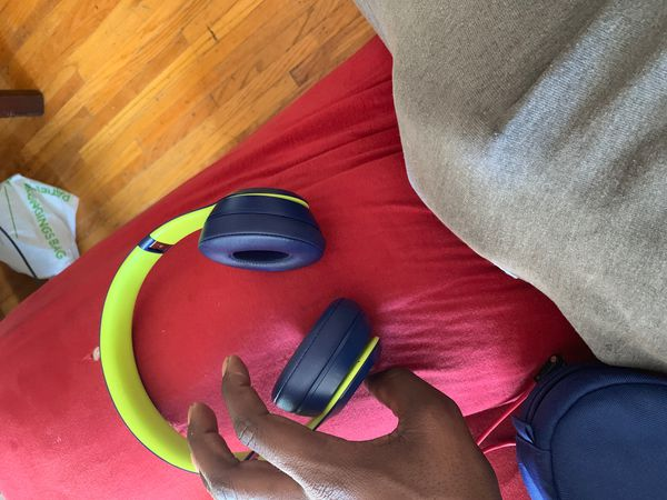160 beats solo 3 Bluetooth beats