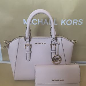 Brand new!!! 💯Real !!! Michael kors Ciara medium messenger purse comes with the shoulder strap and matching wallet***FIRM PRICE*** for Sale in Pomona, CA