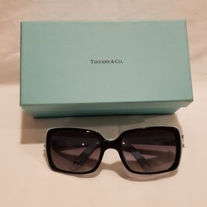 Tiffany & Co. Sunglasses (Tiffany Victoria) for Sale in Scottdale, GA