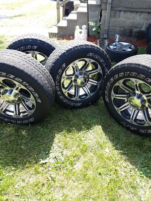 18s inch tires gmc Chevy 6 lug rims for Sale in Saginaw, MI