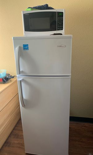 Fridge and microwave for Sale in Oskaloosa, IA