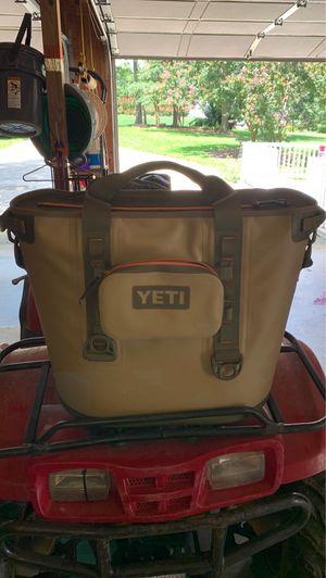 Yeti hopper 40 tan for Sale in Clayton, NC