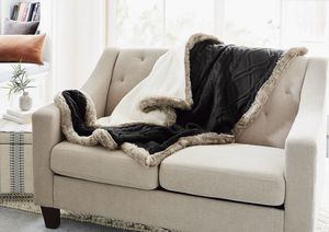 Knit Throw Blanket with Mink Faux Fur Black color for Sale in Adelanto, CA