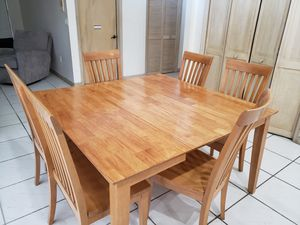 Expandable Wood Table for Sale in Miami, FL