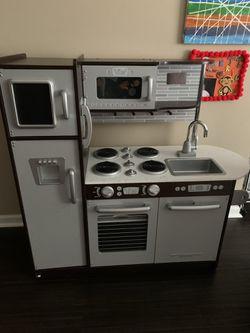 Children's Play Kitchen & Washer/Dryer for Sale in Charlotte, NC