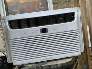 Frigidaire Window AC unit for Sale in Chicago, IL