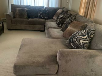 Bobs Sectional Couch With Pillows for Sale in North Attleborough,  MA