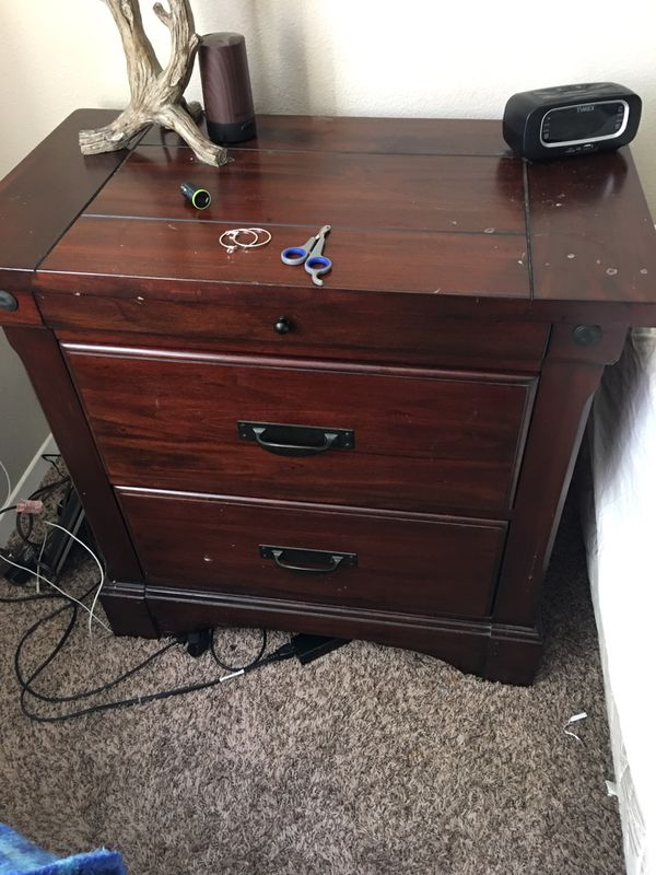 Old Cannery Queen bedroom set, 2 night stands, dresser/ tv stand