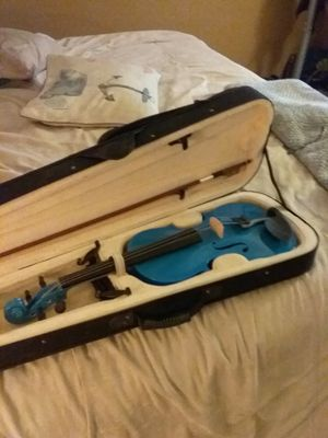 Like new full size violin and bow and case in great shape for Sale in Mesa, AZ