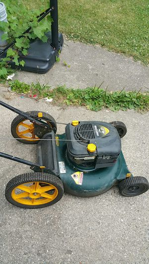 Craftman lawn mower start from first pull works good for Sale in Detroit, MI