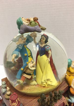 Disney Snow White and the seven dwarfs snow globe for Sale in Indian Shores, FL
