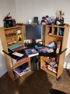 Desk for Sale in MENTOR ON THE, OH