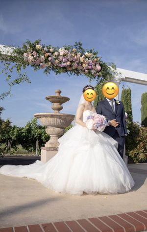 Pre-owned custom made wedding gown (wore once) for Sale in Anaheim, CA