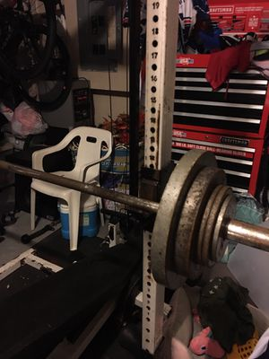 Gym set with 300lbs of free weights. for Sale in Miramar, FL