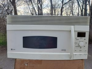 GE white microwave good working conditions for $39 for Sale in Denver, CO