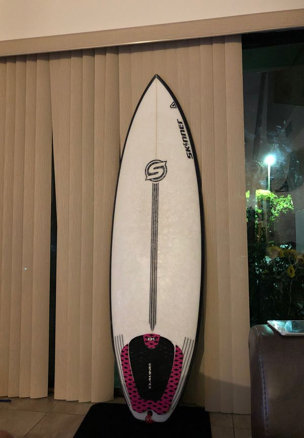 Skinner Surfboards 5'8 mullet run surfboard