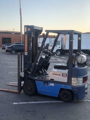 Forklift Komatsu 3000 lbs. for Sale in Gardena, CA