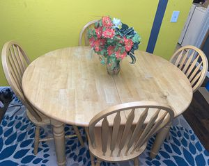Wooden dining set with 5 chairs for Sale in Mountlake Terrace, WA