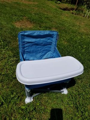 Portable Booster Seat w/Tray for Sale in Lake Stevens, WA