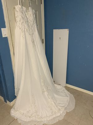 Brand new wedding dress and flower girl accessories for Sale in Lehigh Acres, FL