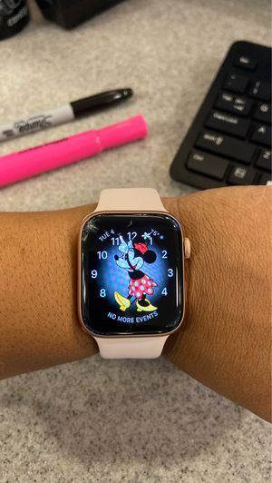 Apple Watch series 5 size 44mm for Sale in Spring Valley, CA