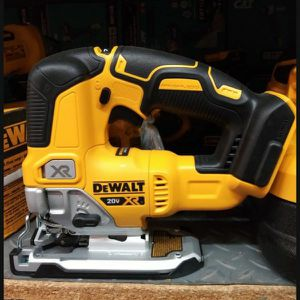 DEWALT 20V MAX XR BRUSHLESS VARIABLES SPEED JIG SAW TOOL ONLY BRAND NEW for Sale in San Bernardino, CA