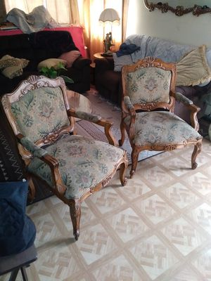 2 antiques chairs/2 Sillas antiguas for Sale in Lynwood, CA
