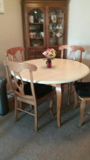 Dining room table for Sale in Midlothian, VA
