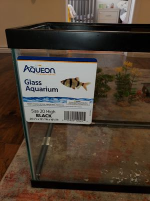 Fish tank and ornaments for Sale in Queens, NY